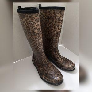Kamik leopard print rubber waterproof rain boots.